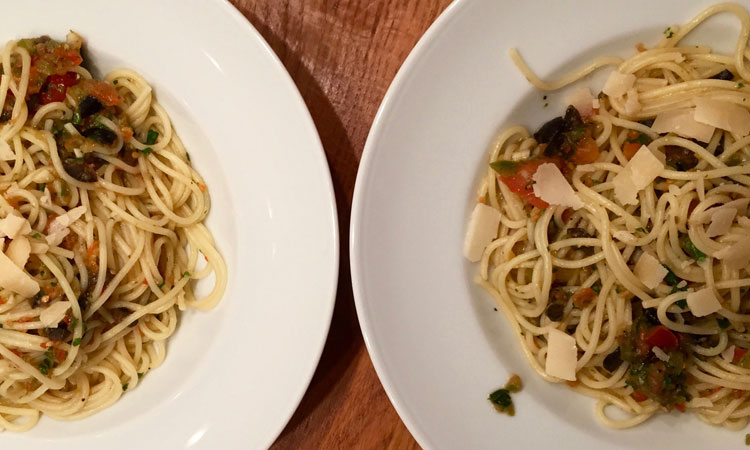 HelloFresh: Jamies Salsa-Spaghetti mit Oliven und Basilikum