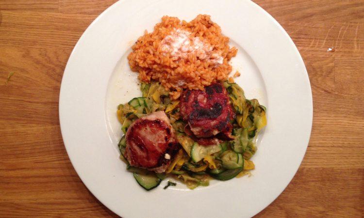 Jamies 15 Minuten: Medaillons mit Parmaschinken, Zucchini mit Minze & brauner Reis