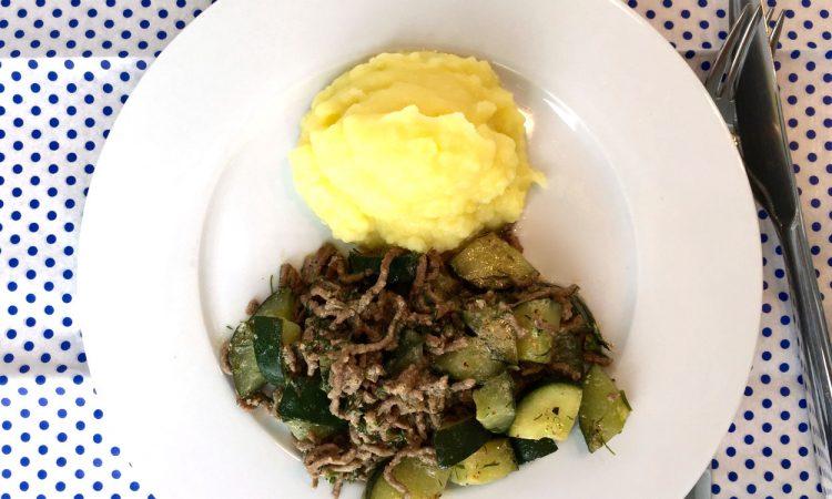 Lecker, leicht, sommerlich: Schmorgurken, Hack, Kartoffelpüree